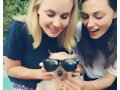 Leah Pipes y Phoebe Tonkin