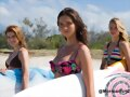 Lucy Fry en la serie Alien Surf Girls