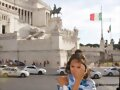 Allie Bertram en Rome, Italy