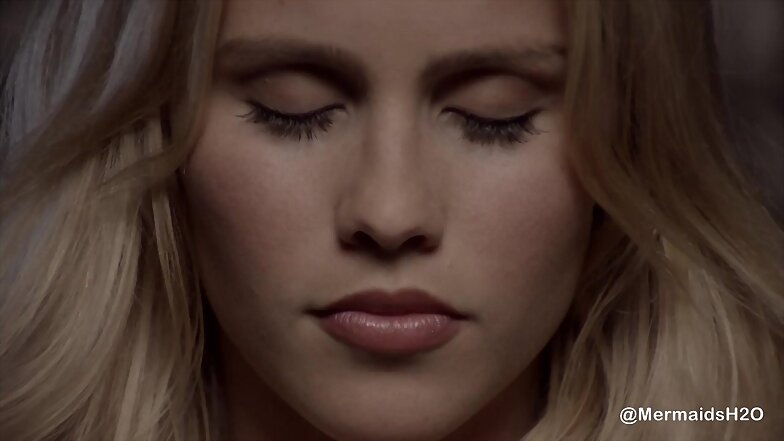 Claire Holt en el videoclip We Are Done