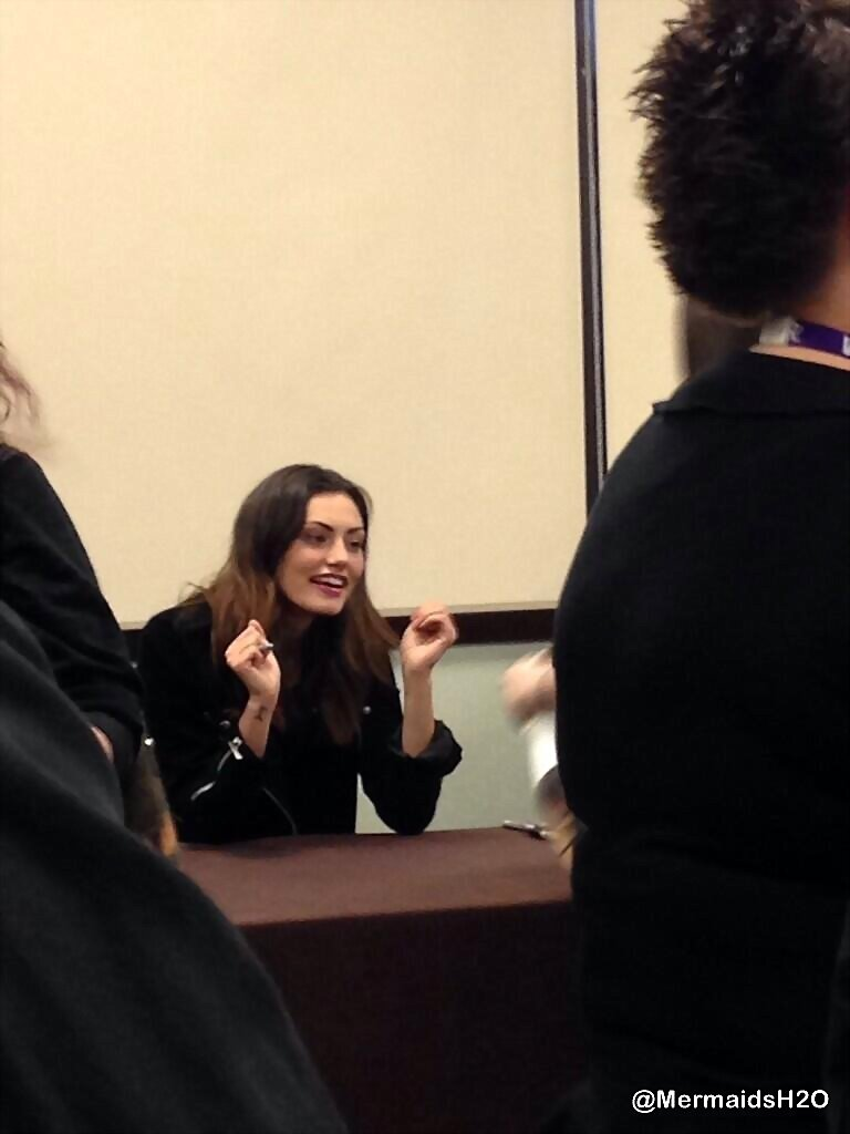 Phoebe Tonkin TVD Chicago convention,April 7, 2014