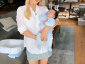 Claire Holt con su hijo James Holt Joblon