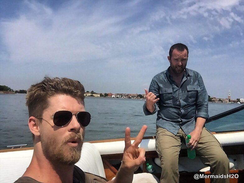 Luke Mitchell en el set de Blindspot S3