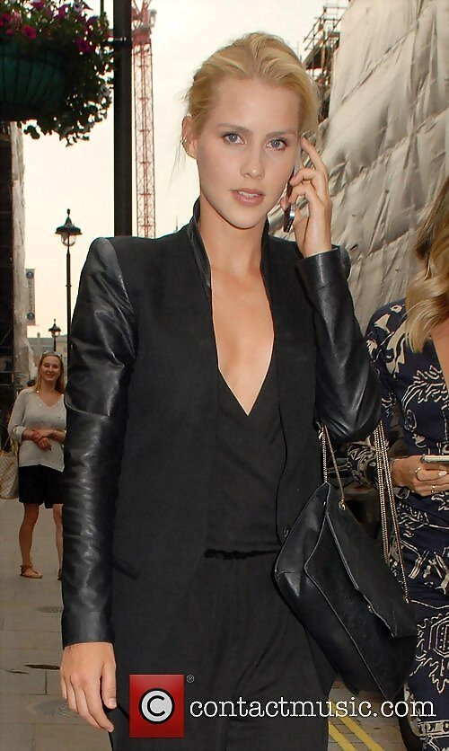 Claire Holt en Chiltern Firehouse Londres Jun 2015