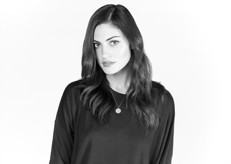 Phoebe Tonkin photoshoot MTV News 2015