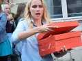 Claire Holt da pizza a los fans en Paris, May 2016