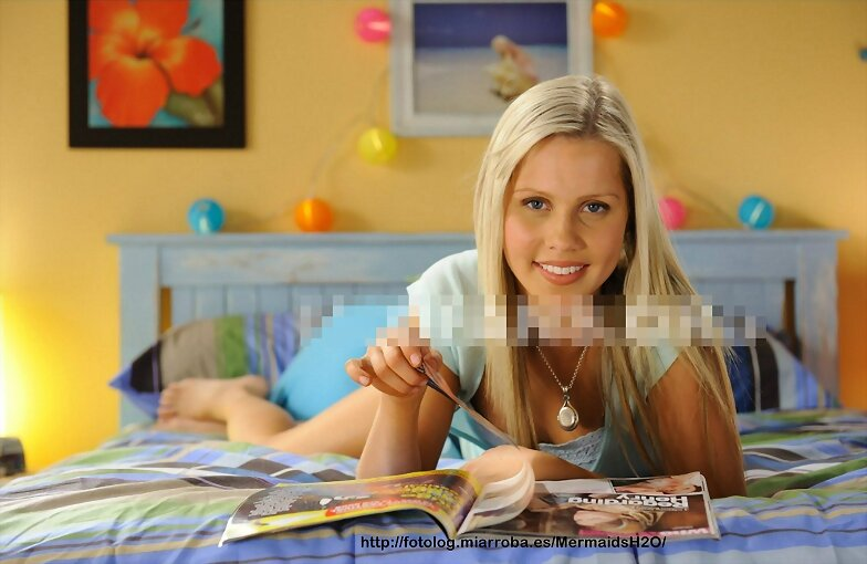 Emma Gilbert (Claire Holt) en H2O Just Add Water