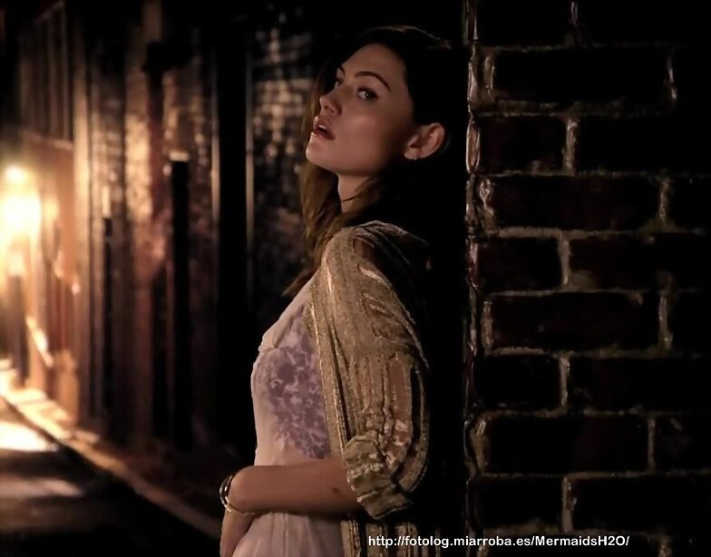 Phoebe Tonkin en la promo de The Originals