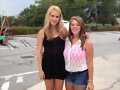 Claire Holt con fans en el set de The Originals