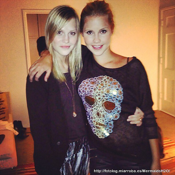 Claire Holt con su hermana pequeña Madeline Holt