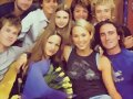 Indiana Evans jovencita con el cast Home And Away