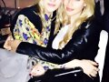 Claire Holt con su hermana Madeline Holt