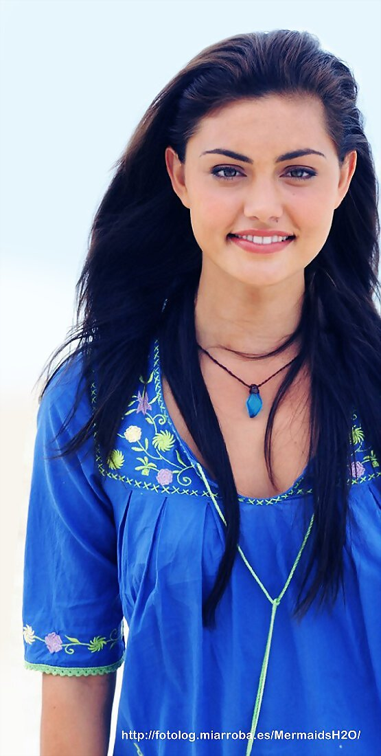 Phoebe Tonkin (Cleo Sertori en H2O Just Add Water)