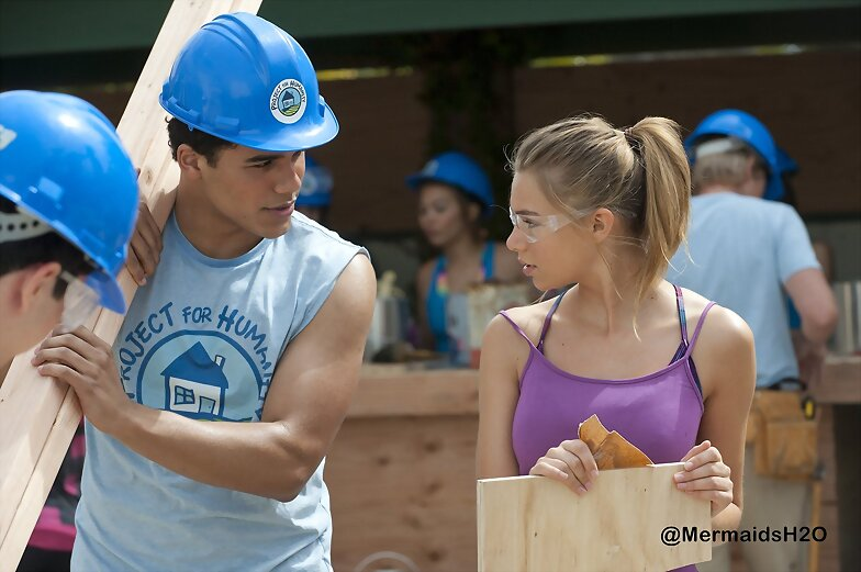 Indiana Evans en Blue Lagoon: The Awakening