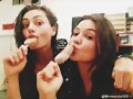 Phoebe Tonkin y Danielle Campbell